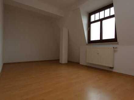 ***Attraktive Wohnung im Dachgeschoss mit Aufzug***
