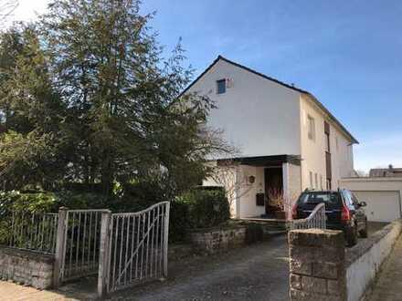 Großzügiges freistehendes Haus mit sechs Zimmern in Bruchsal-Untergrombach