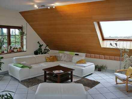 Bornheim, großzügige, helle, neuwertige, gepflegte 115 m² 3-Zi-DG-Wohnung