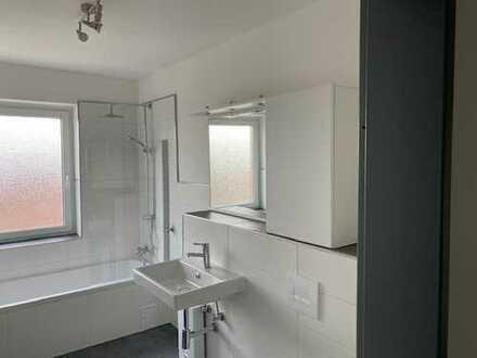 Erstbezug nach Sanierung mit Einbauküche und Balkon: attraktive 4-Zimmer-Wohnung in Vechelde