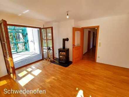 Komplett sanierte 3 Zimmer Wohnung mit tollem Wintergarten und eigenem Garten!