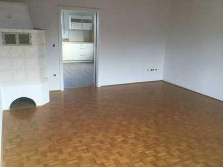 Attraktive 3-Zimmer-Wohnung mit Balkon, Einbauküche und Kachelofen in Teublitz