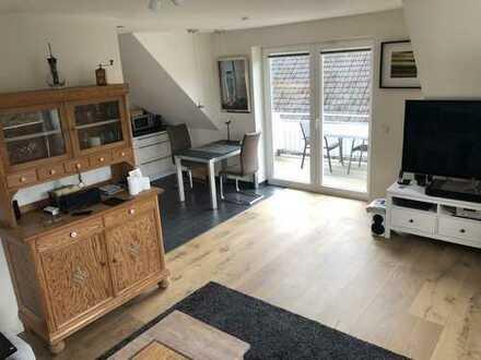 Exklusive, neuwertige 3-Zimmer-Dachgeschosswohnung mit Balkon und Einbauküche in Hamburg-Marmstorf