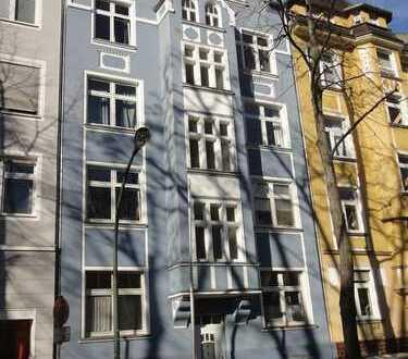 Schicke, sanierte 2-Zimmer-Wohnung mit großer Wohnküche und Balkon in ruhiger Toplage von D-Flingern
