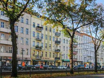 Vermietete 2-Zimmer-DG-Wohnung in der Danziger Straße zu verkaufen. Südbalkon über Prenzlauer-Berg.