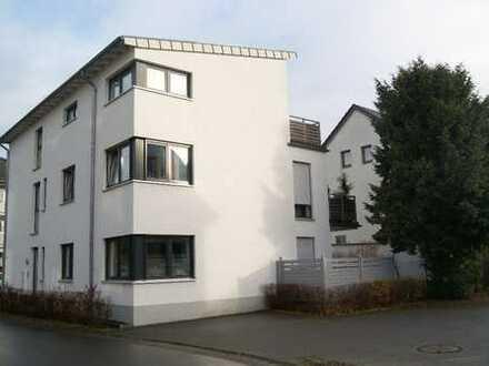 Moderne Dachgeschoss Wohnung mit Dachterrasse
