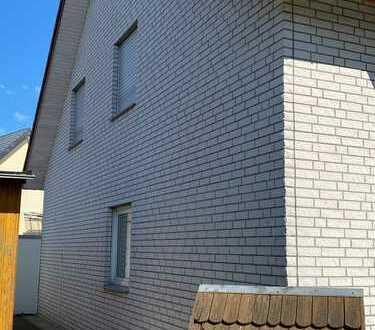 Schöne moderne Doppelhaushälfte in Bielefeld-Quelle mit Garage und Garten sucht Familie