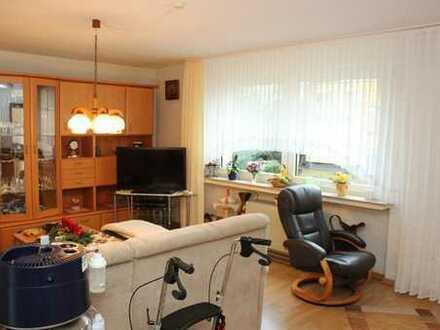 Investment Objekt! Gut vermietete 2,5 Raum Wohnung mit Balkon und Stellplatz