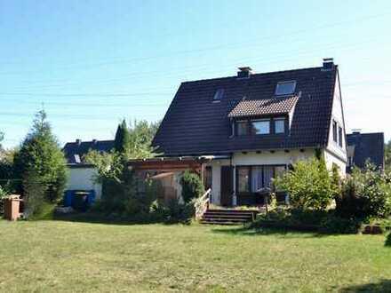 Einfamilienhaus mit traumhaften s-w ausgerichteten Garten, 2 Garagen & Carport in Hilden-Süd!