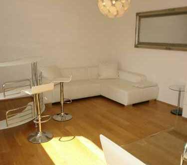 Düsseldorf-Hamm/Medienhafen/Unterbilk: 2-Zimmer-Luxus-Wohnung mit Rheinblick! Möbliert!