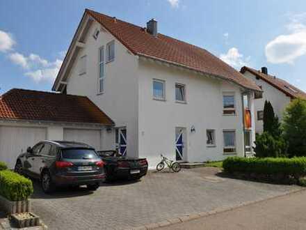 Gepflegtes, helles Einfamilienhaus mit ELW und EBK in Heuchlingen