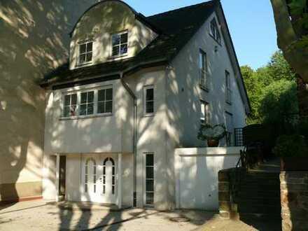 attraktives und großzügiges Einfamilienhaus mit in bester Lage im Essener Süden - von privat -