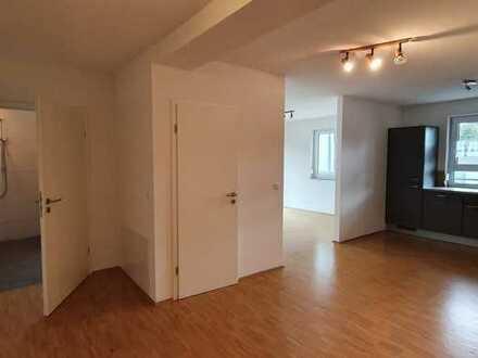 Neuwertige Wohnung mit drei Zimmern sowie Balkon und Einbauküche in Seckach