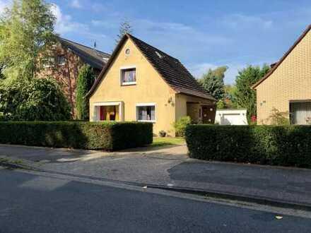 """IMNO // """"Familientraum in bester Lage"""" - Einfamilienhaus mit Garten & Garage"""