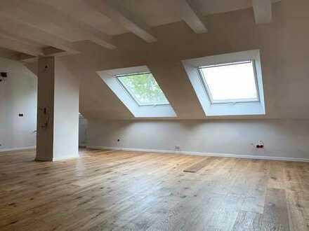 Außergewöhnliche Dachgeschosswohnung: Kernsaniert für Eigennutzer oder Kapitalanleger!