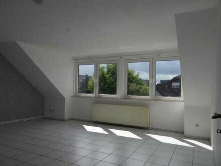 A451 gepflegte 2-Zimmer-Dachgeschosswohnung in Paffendorf