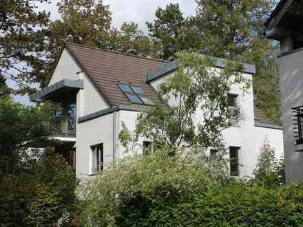 Idylle mit Großstadtanschluss: sonnige und freundliche Dachgeschosswohnung in Kleinmachnow