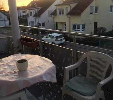 Neuwertige 3,5-Zimmer-Wohnung (Balkon, EBK, FBH) in Gärtringen