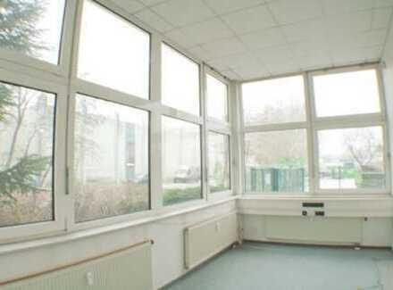 *** Provisionsfrei! Flexible Büroflächen an der A115 - beheizbarer Halle möglich! ***
