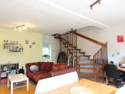 Schöne geräumige 2,5-Zimmer-Maisonette-Wohnung zentral gelegen in gepflegtem Haus