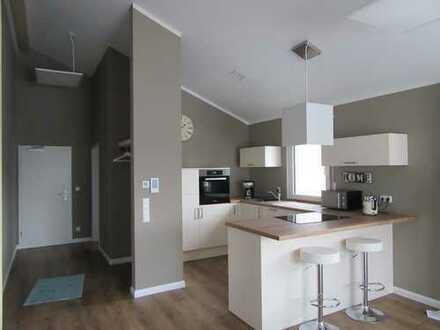 Stilvolle, neuwertige 2-Zimmer-DG-Wohnung mit EBK in Sinsheim