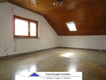 Mediterrane 2 1/2 Zi.-DG Wohnung mit Marmor- und Parkettböden, Einbauküche, Tageslichtbad mit Wanne