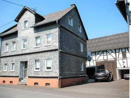 DER BLICK: einzig! DIE GRÖßE: 250 m² Wfl. + 240 m² Scheune! GRUNDSTÜCK: 1.441 m², bebaubar!