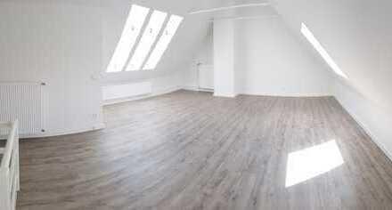 **Erstbezug nach Kernsani.** 4-Raumwohnung mit Atelierraum im Dachgeschoss + gr. Balkon + EBK-Option