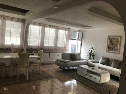 Super schön renovierte 4 Zimmer Wohnung Mitten in der City
