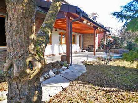 Viel Wohnraum! Außergewöhnliches 1 - 2 Familienhaus mit Balkonen,Terrasse und Garage!