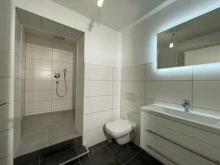 Schöne 1,5 Zimmer Wohnung mit schönem Bad so wie einer EBK