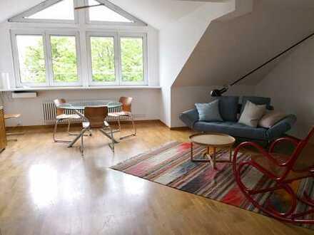 Schöne, hochwertig möblierte Dachgeschoss-Wohnung in Friedenau
