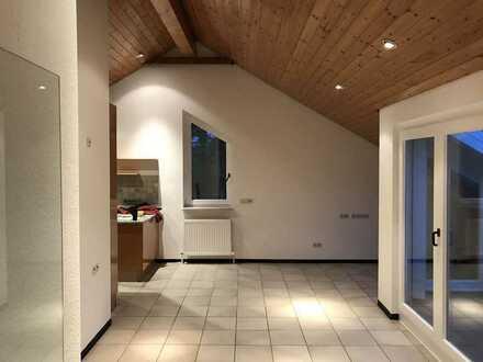 Gepflegte 3-Raum-Dachgeschosswohnung mit Balkon und Einbauküche in Mühlacker