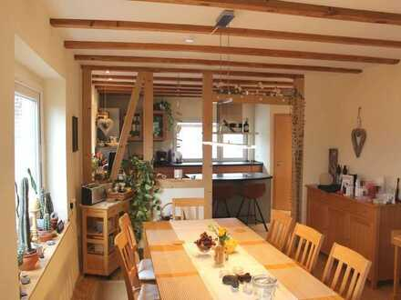 Einfamilienhaus mit separater Einliegerwohnung im Dachgeschoss!