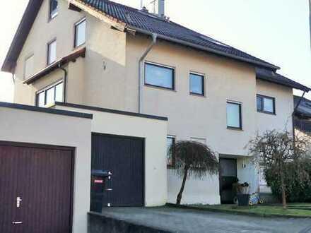 Schöne Doppelhaushälfte mit sechs Zimmern in Möckmühl