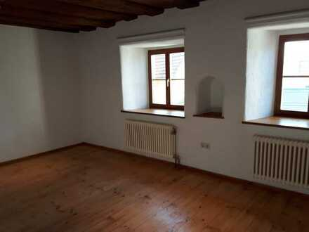 Neuwertige Alt-Wohnung mit vier Zimmern und Einbauküche in Velburg