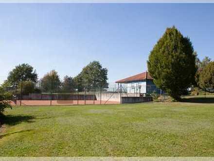 Pfiffiges Bistro mit Tennisplätzen - auch für Pferde - inmitten der Naturlandschaft