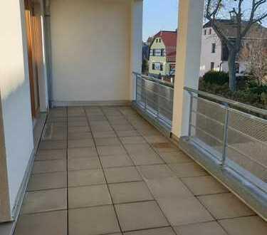 - TOP Whg. im 1. OG mit XXL Balkon + Küche mit Fenster -