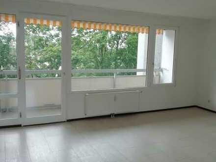 Stilvolle, vollständig renovierte 3,5-Zimmer-Wohnung mit Balkon und EBK in Rodenkirchen, Köln