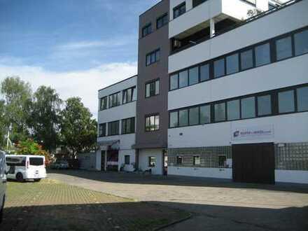 164qm Büro klimatisiert, mit Toiletten + Küche. Zusätzlich 190qm Lagerfläche verfügbar.