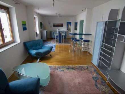 schönes Zimmer in großer Wohnung