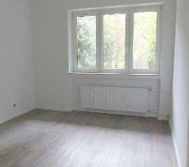 Lichtdurchflutete Wohnung mit eigenem Eingang* Frisch saniert* Garage* Süd-Terrasse* 2 Bäder *