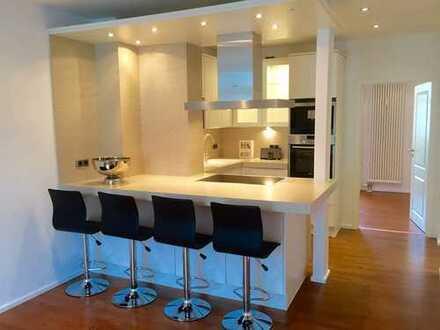 Ein Hauch von Luxus mit Einbauküche und Balkon !!