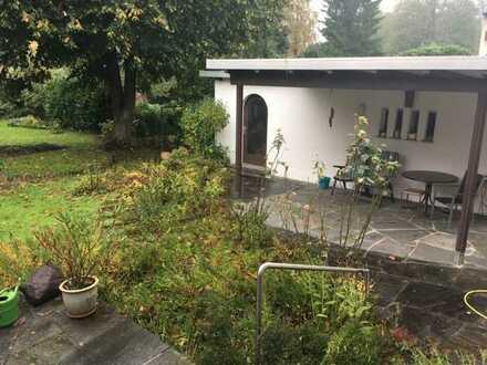 Freistehendes Einfamilienaus auf 1080 qm Grund mit altem, eingewachsenen Garten in Umkirch bei Freib