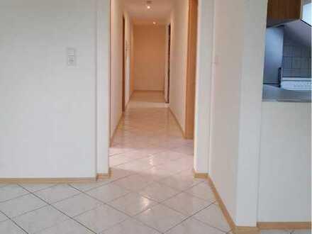 Sanierte DG-Wohnung mit dreieinhalb Zimmern und Einbauküche in Laufenburg- Binzgen