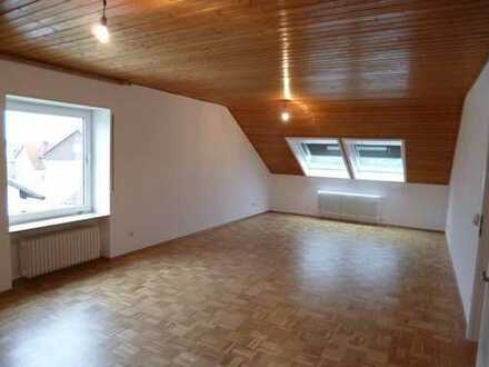 Dachgeschosswohnung, 81 m², 3 Zimmer Küche Bad, 05/2015 renoviert, vollsaniert