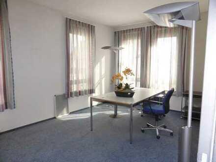 Helle und großzügige Büro- und Praxisräume im repräsentativem Wohn- und Geschäftshaus