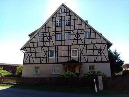 Riesige Doppelhaushälfte mit großflächigen Grundstücken