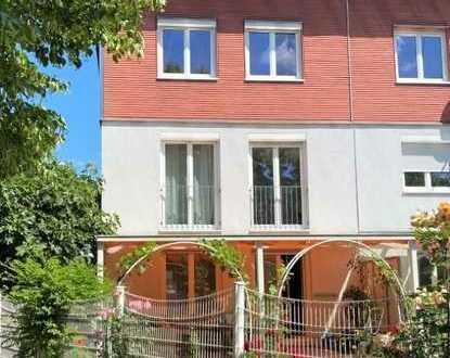 RESERVIERT Platz für die Familie: Reihenendhaus mit Garten in Freiburg-Weingarten