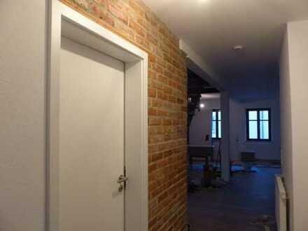 Erstbezug: helle extravagante 4-Zimmer DG-Wohnung über 2 Etagen mit Einbauküche